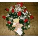 Rosas en cesta color rojo